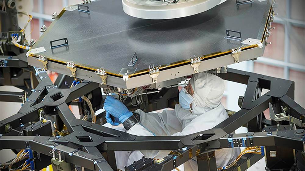 nasa-james-webb-space-telescope-first-mirror-1
