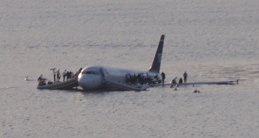 plane_crash_into_hudson_river_crop