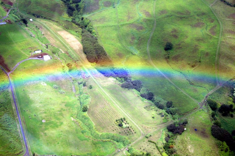 1280px-rainbow_from_the_air2